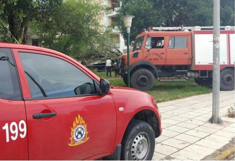 Πάτρα: Φορτηγό έπεσε πάνω σε πυροσβεστικό