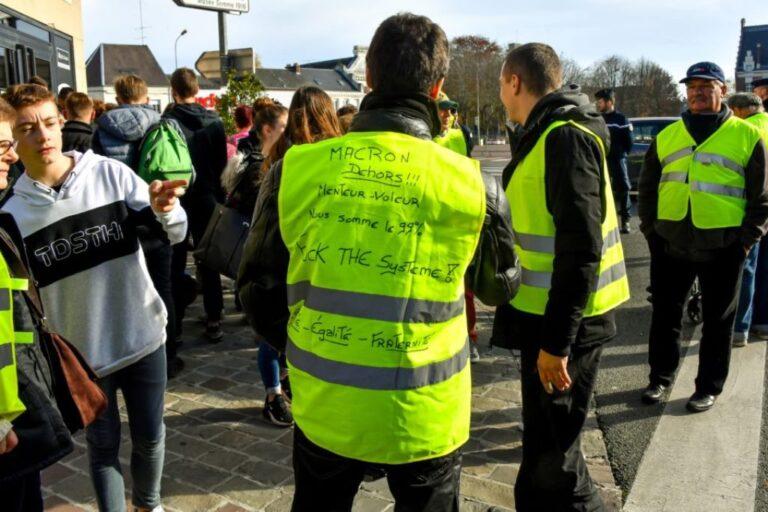Γαλλία: Συναγερμός για άνδρα με χειροβομβίδα!