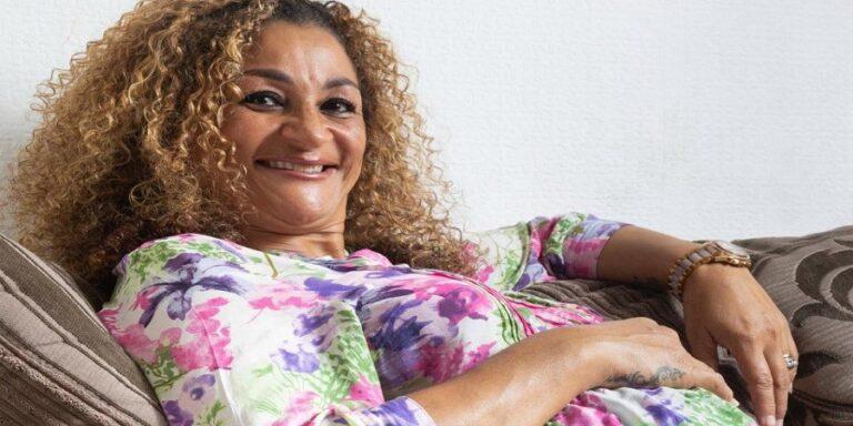 Πενηντάχρονη γιαγιά η γηραιότερη μητέρα της Βρετανίας που γέννησε τετράδυμα (pics)