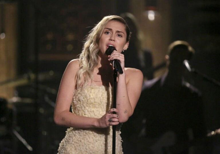 Miley Cyrus και Liam Hemsworth: Δωρεά 500.000 δολ. σε ίδρυμα που καταστράφηκε από τη φωτιά της Καλιφόρνια