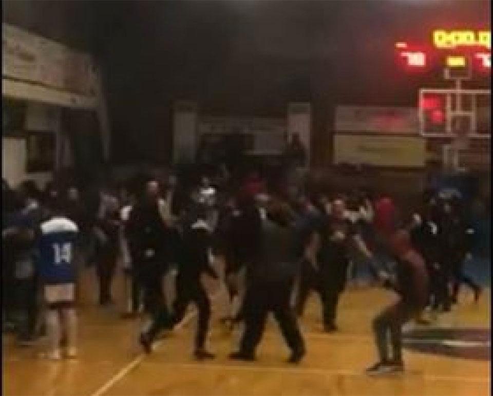 Γ' Εθνική Μπάσκετ: Εισβολή οπαδών και άγριο ξύλο στο Αιγάλεω-Ακράτα