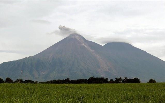 Γουατεμάλα: Σε νέα φάση έκρηξης το ηφαίστειο Φουέγο