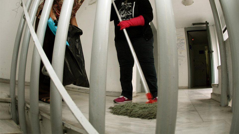 Λάρισα: Βγαίνει από τη φυλακή η καθαρίστρια που πλαστογράφησε το απολυτήριο Δημοτικού