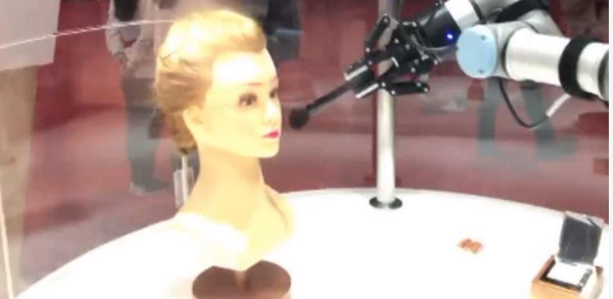 Μακιγιάζ με τη βοήθεια ρομπότ; Και όμως! (vid)
