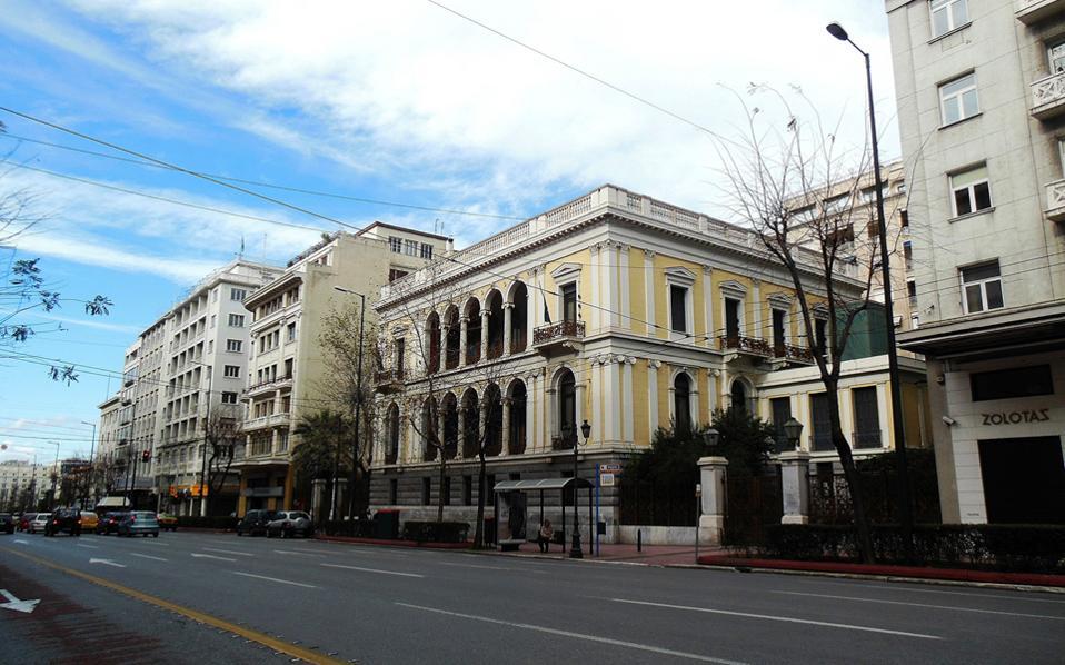 Κλειστή η Πανεπιστημίου -Τηλεφώνημα για βόμβα στο Νομισματικό Μουσείο