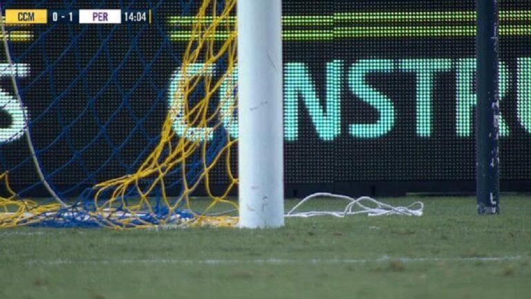 Αυστραλία: Ξεριζώθηκε δοκάρι σε παιχνίδι πρωταθλήματος! (pic)