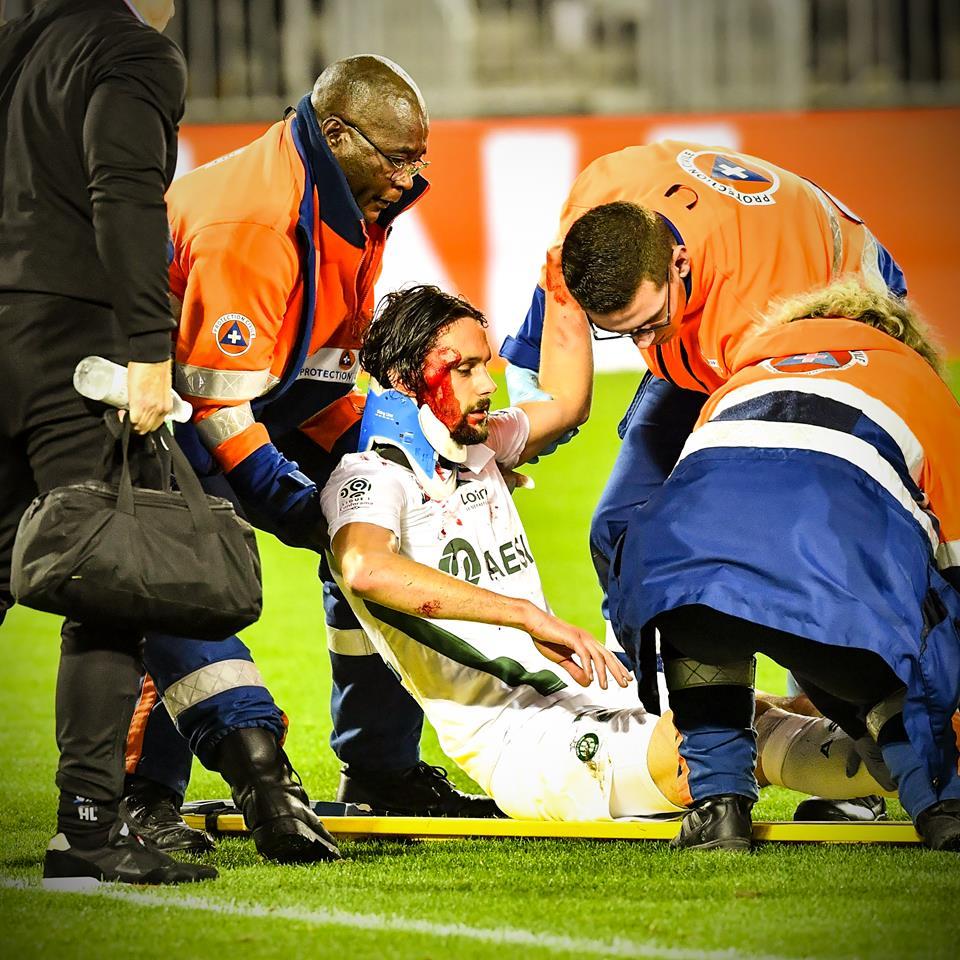 Σοκαριστικός τραυματισμός του Σούμποτιτς με γονατιά στο κεφάλι (vid)