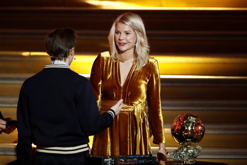 Πρόταση για… twerk στη νικήτρια της Χρυσής Μπάλας! (vid)