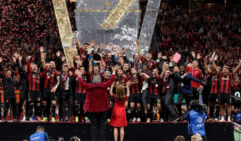 Γιόρτασαν σε στριπτιτζάδικο οι ποδοσφαιριστές της Ατλάντα Γιουνάιτεντ (vid)