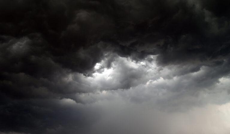 Καιρός: Έρχεται νέο κύμα κακοκαιρίας με καταιγίδες και χιόνια