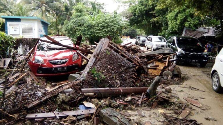 Ινδονησία: 168 νεκροί και εκατοντάδες τραυματίες από τσουνάμι μετά από έκρηξη ηφαιστείου (pics-vid)