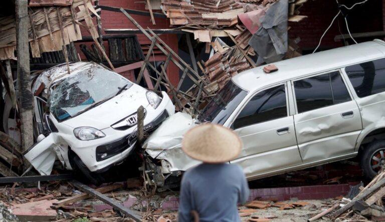 Ινδονησία: Συνεχίζεται η αύξηση των νεκρών – Ειδοποίηση για πιθανό νέο τσουνάμι