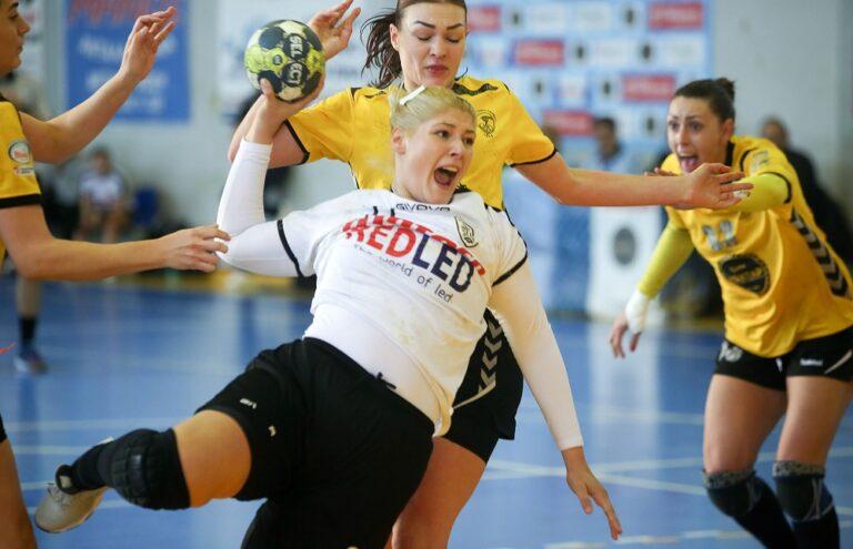 ΠΑΟΚ: «Αγκαλιά» με το Κύπελλο στο χάντμπολ γυναικών