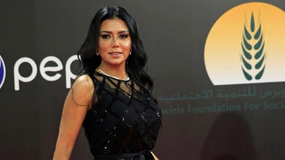 Αιγύπτια ηθοποιός κινδυνεύει με 5 χρόνια φυλάκιση επειδή εμφανίστηκε δημόσια με αυτό το φόρεμα (pic)