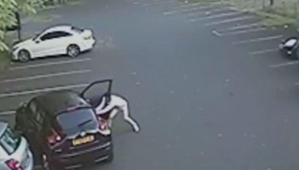 Πρώην παίκτης της Άστον Βίλα ξυλοκόπησε γυναίκα μετά από διαμάχη στο δρόμο (vid)