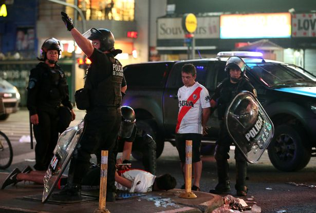 Ρίβερ Πλέιτ: Συγκρούσεις οπαδών με την αστυνομία στο Μπουένος Άιρες