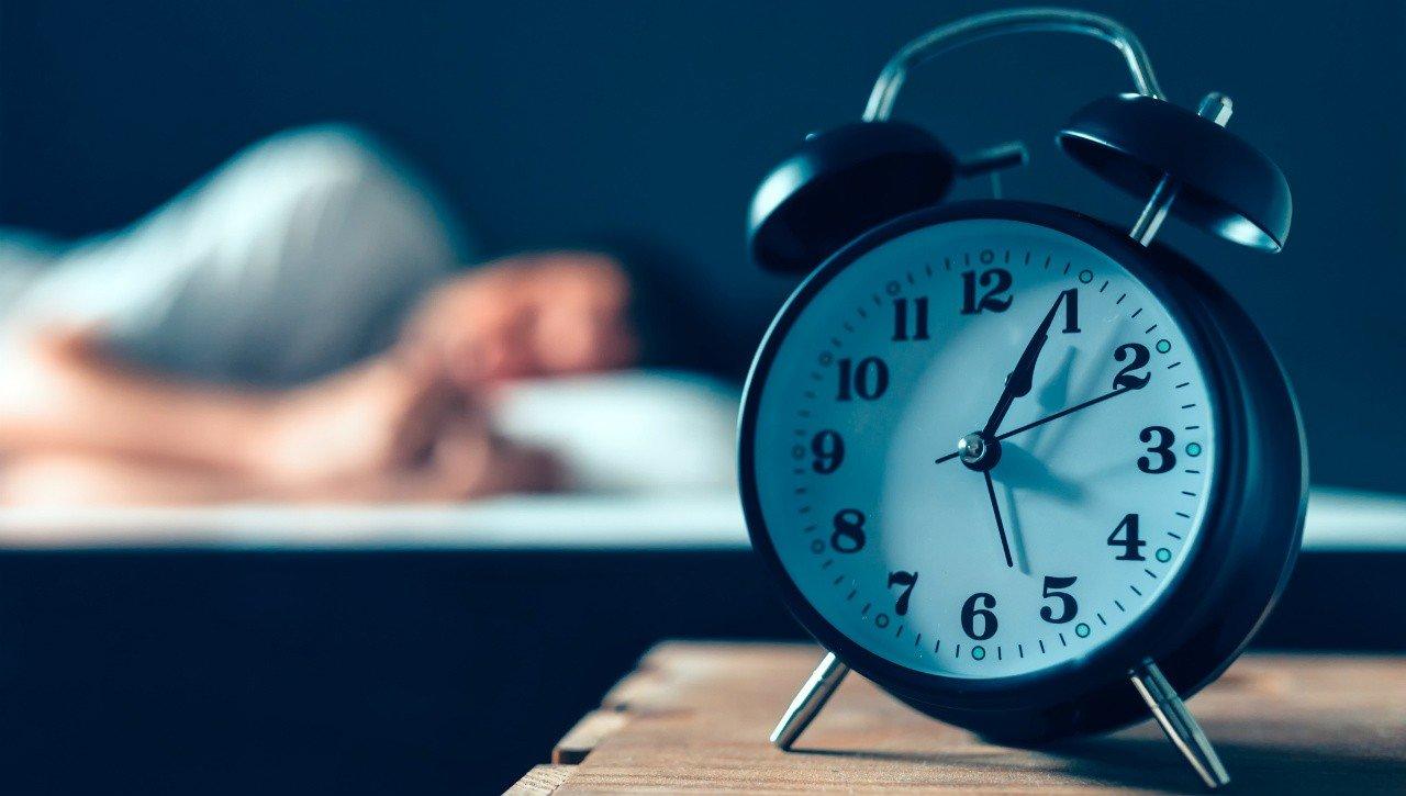Παράξενοι τρόποι για να κοιμηθείς αμέσως (vid)