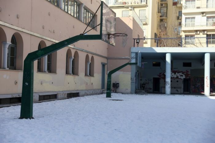 Δυτική Μακεδονία: Προβλήματα σε πολλά σχολεία από τις σφοδρές χιονοπτώσεις
