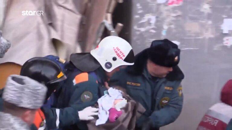 Ώρες αγωνιάς για το μωρό που σώθηκε από έκρηξη σε πολυκατοικία (video)