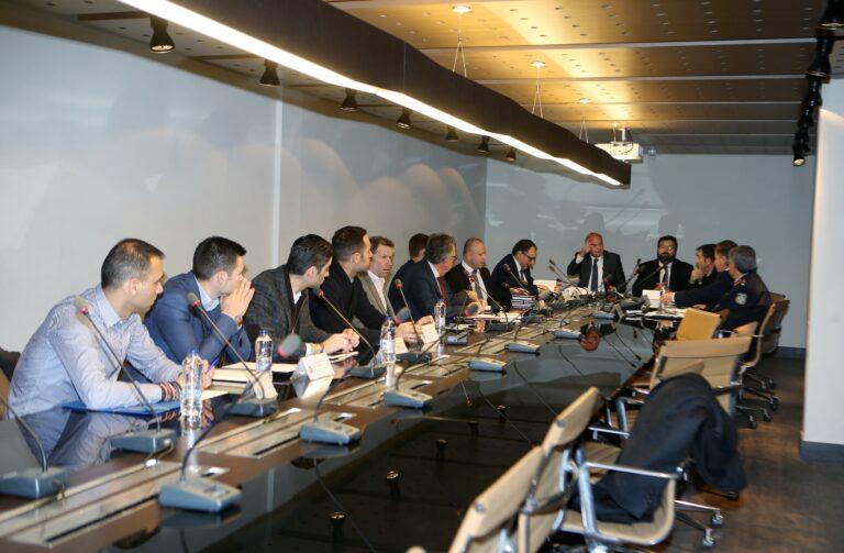 Σε εξέλιξη η σύσκεψη στα γραφεία της ΕΠΟ