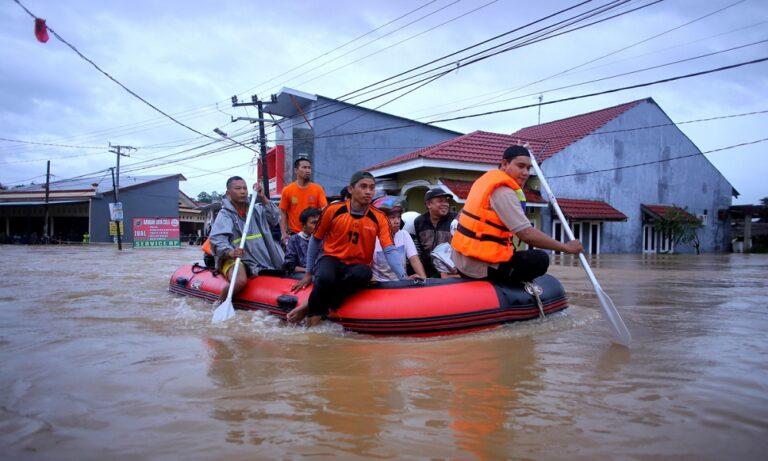 Ινδονησία: Στους 59 οι νεκροί από πλημμύρες και κατολισθήσεις