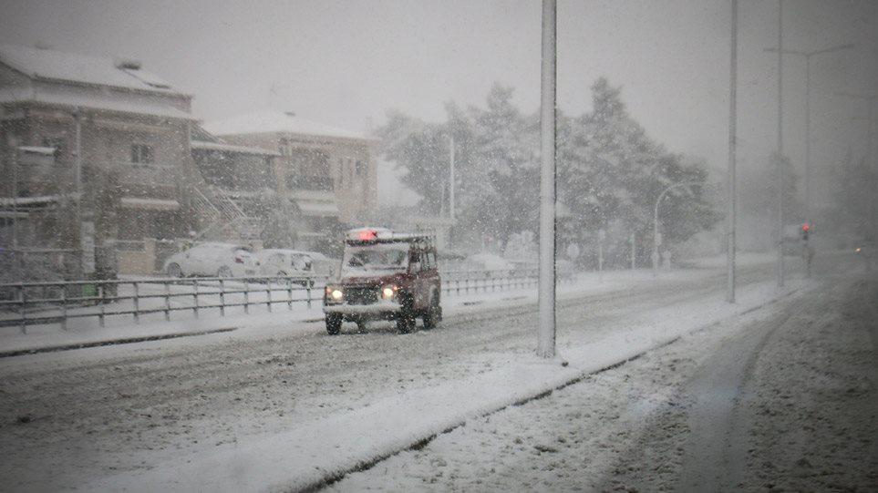 Τώρα: Δείτε πόσο χιονίζει στη Ραφήνα (vid)