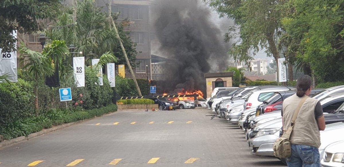Ναϊρόμπι: Επίθεση με εκρήξεις σε ξενοδοχείο – Συγκλονιστικά βίντεο από το σημείο (pics & vid)