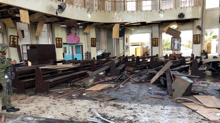 Φιλιππίνες: Μακελειό σε εκκλησία με 21 νεκρούς!