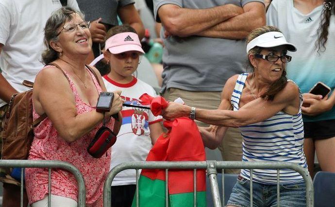 ΕΠΟΣ σε αγώνα τένις: Δυο κυρίες μάχονται για ένα headband! (vid)