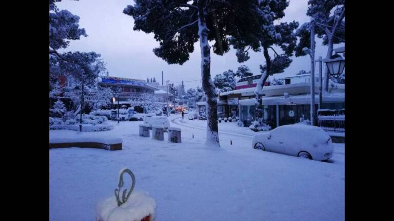 Συμβαίνει τώρα στο Χαλάνδρι – Συνεχίζεται η επέλαση του χιονιά (vid/pic)