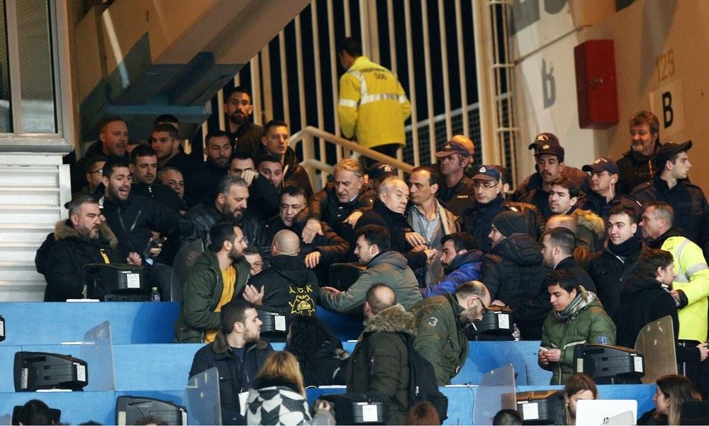 Χαμός στο ΟΑΚΑ: «Ντου» οπαδών της ΑΕΚ στον Σαββίδη (pics) - Sportime.GR