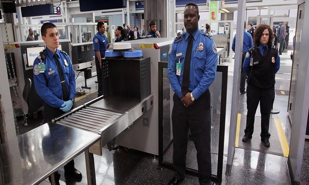 Τους έπιασαν με 11 κιλά κοκαΐνης στις αποσκευές τους