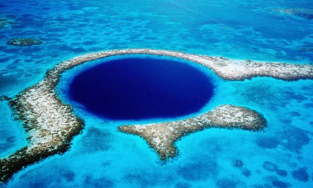 Το μυστήριο της Μεγάλης Μπλε Τρύπας: Βρήκαν άγνωστα ίχνη στον πυθμένα