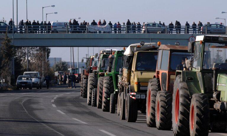 Αγρότες: Κλιμακώνουν τις κινητοποιήσεις – Στήνουν μπλόκα σε Τέμπη και Αίγιο