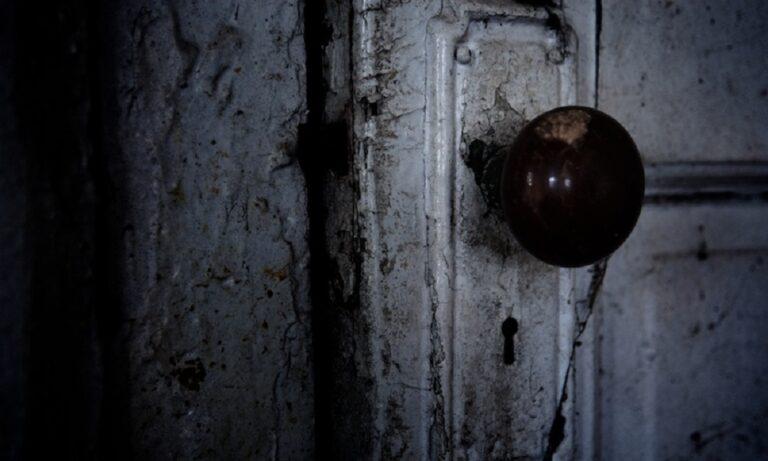 Μυστηριώδεις κλειδωμένες πόρτες που δεν πρέπει ποτέ να ανοίξουν (vid)
