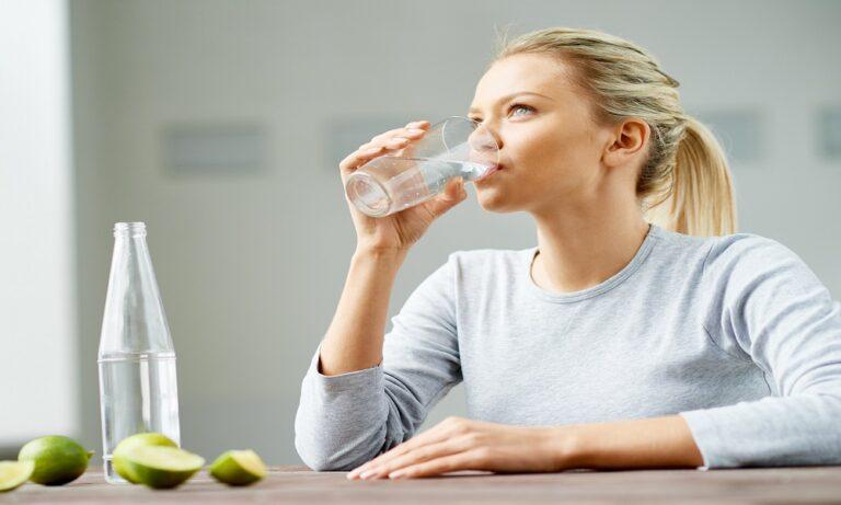 Μήπως τόσο καιρό πίνετε λάθος το νερό; (vid)