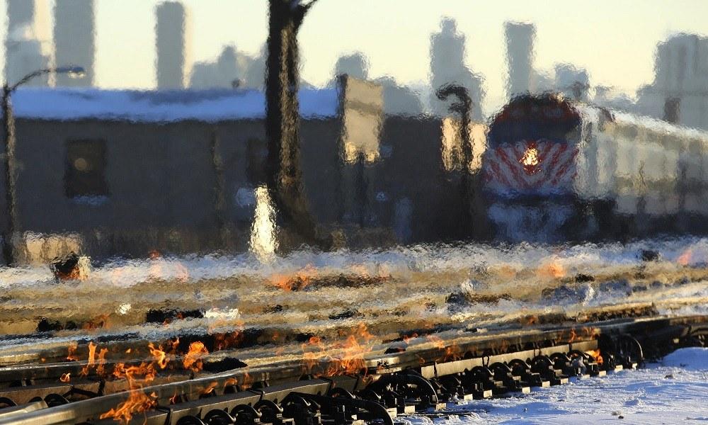 Στο Σικάγο βάζουν φωτιά στις γραμμές των τρένων– Δείτε γιατί (vid)