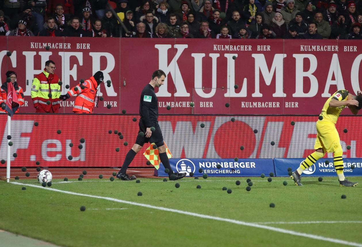 Νυρεμβέργη – Ντόρτμουντ: Μαύρα μπαλάκια κατά των αγώνων της Δευτέρας (pic) - Sportime.GR