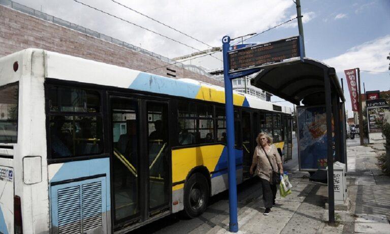 Επιβιβάστηκε στο λεωφορείο με το… μηχανάκι! (vid)
