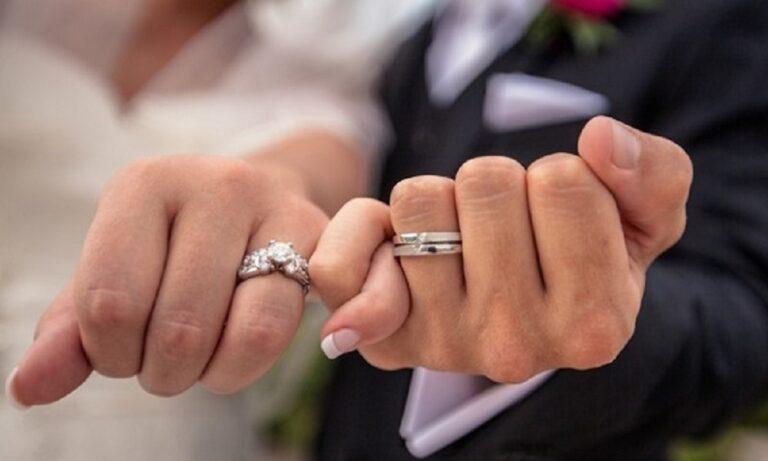 Ο πεθερός της προσέφερε 30.000 δολάρια για να παρατήσει τον σύζυγό της