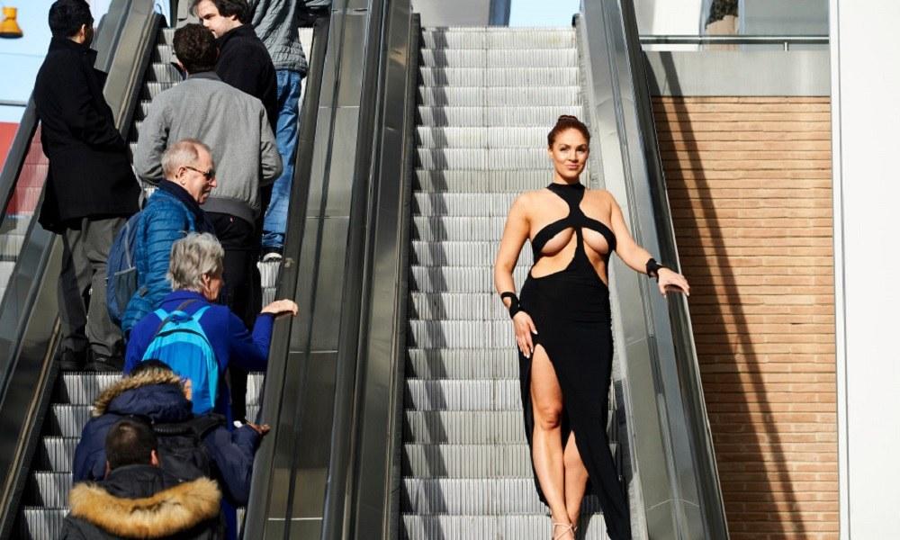 Πως είναι να φοράς τα ρούχα της Κιμ Καρντάσιαν (pics)