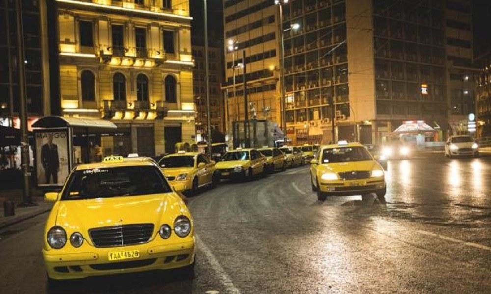 Απίστευτο: Γυναίκα γέννησε στο ταξί!