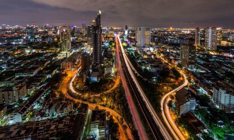Ταϋλάνδη: 80.000 μπύρες έβγαλαν τους κατοίκους στο δρόμο (vid)