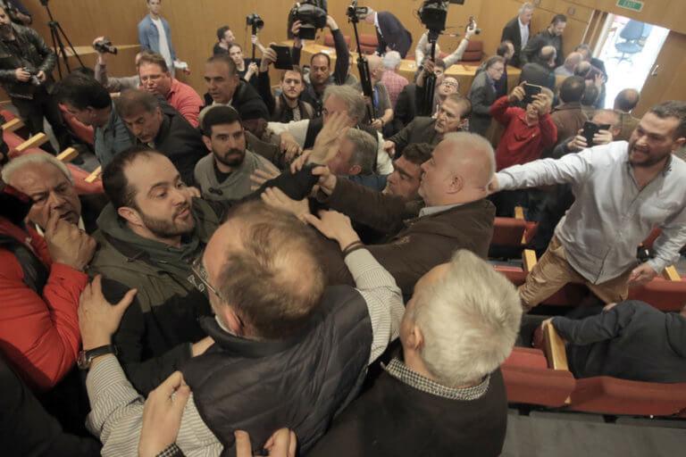 ΓΣΕΕ: Ξύλο στη συνεδρίαση με συνδικαλιστές (vids)