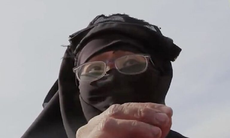 Γυναίκα-μέλος του ISIS δηλώνει υπέρ του βιασμού γιατί το επιτρέπει το κοράνι