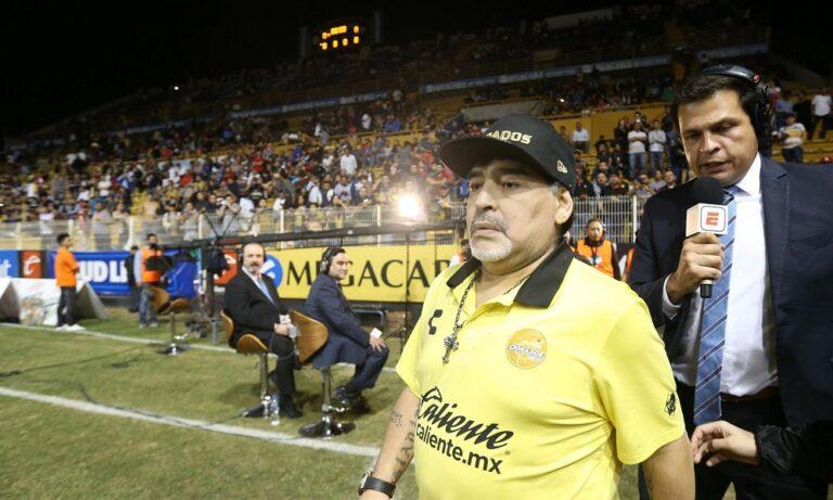 Μαραντόνα: Προπονητής και… οδηγός στην Ντοράντος (pic)