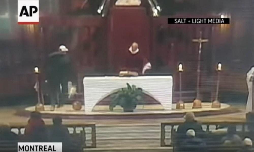 Καναδάς: Μαχαίρωσαν ιερέα την ώρα λειτουργίας! (vid)