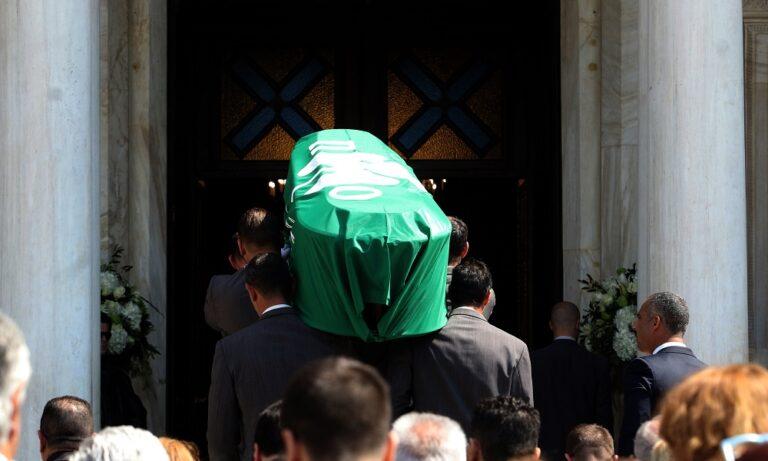 Κηδεία Θανάση Γιαννακόπουλου: Συγκλονιστικές στιγμές στο «αντίο» (pics)