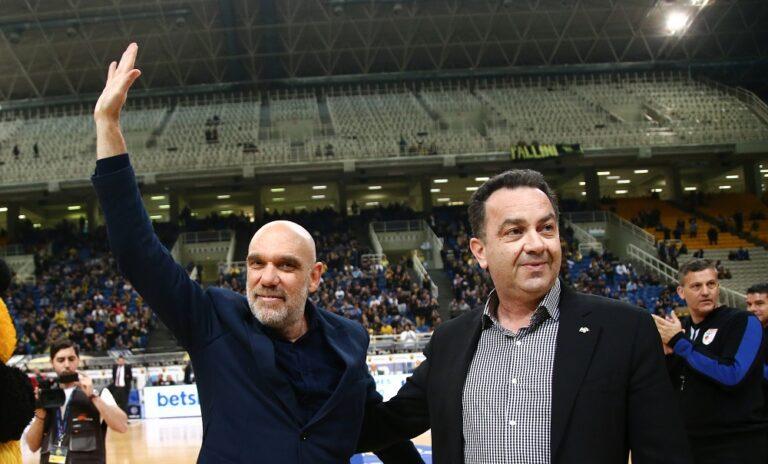 O Μηνάς Γκέκος βραβεύτηκε από την ΑΕΚ (pics)