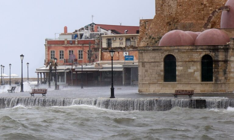 Κακοκαιρία Κρήτη: Τέσσερα άτομα εγκλωβισμένα στο Λασίθι (video)